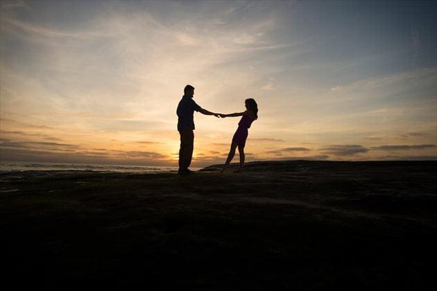 恋愛で女性は男性からのアプローチを待っている?最強のモテ理論とは?